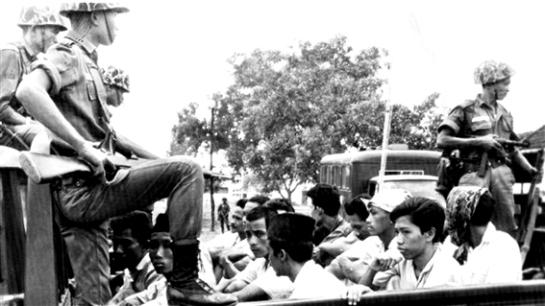 140616_7i86q_arebours_indonesie_1965_sn635